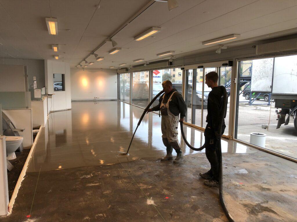 Nye gulvfliser i showroom
